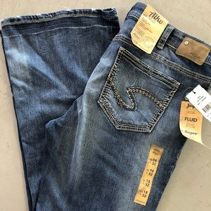 Silver Jeans Aiko Size 18/32 women's NEW